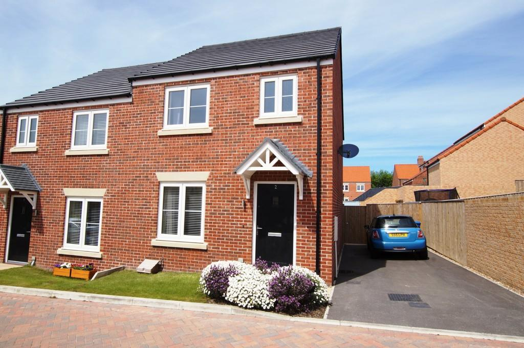 3 Bedrooms Semi Detached House for sale in Butterbur Lane, Scalby
