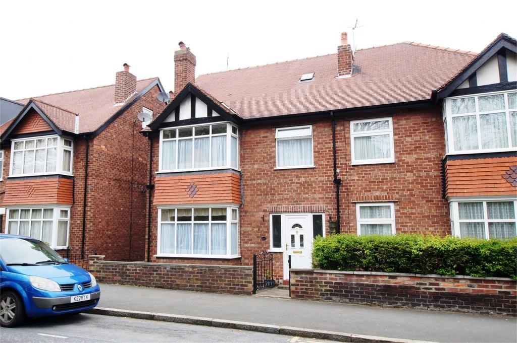 6 Bedrooms Semi Detached House for sale in Dean Road Scarborough