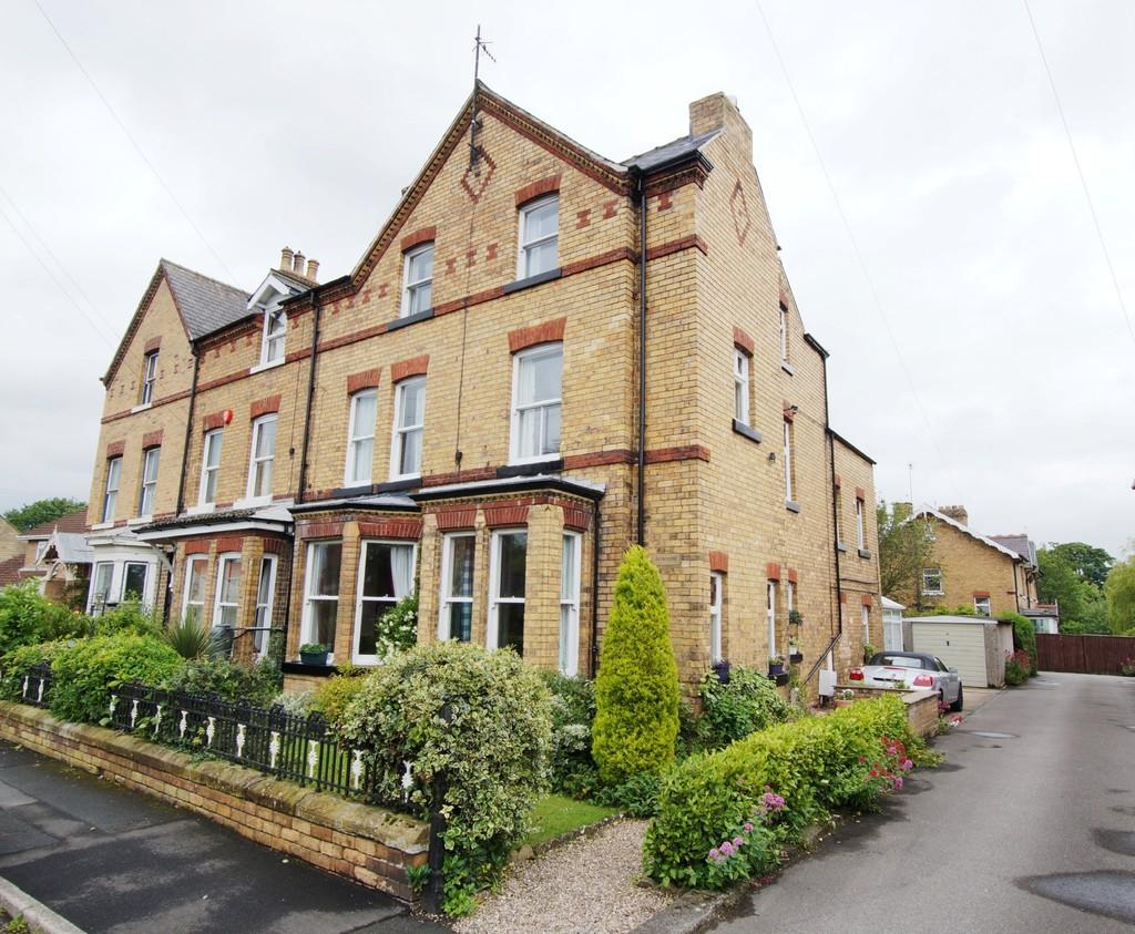 5 Bedrooms End Of Terrace House for sale in 25 Garth End Road, West Ayton