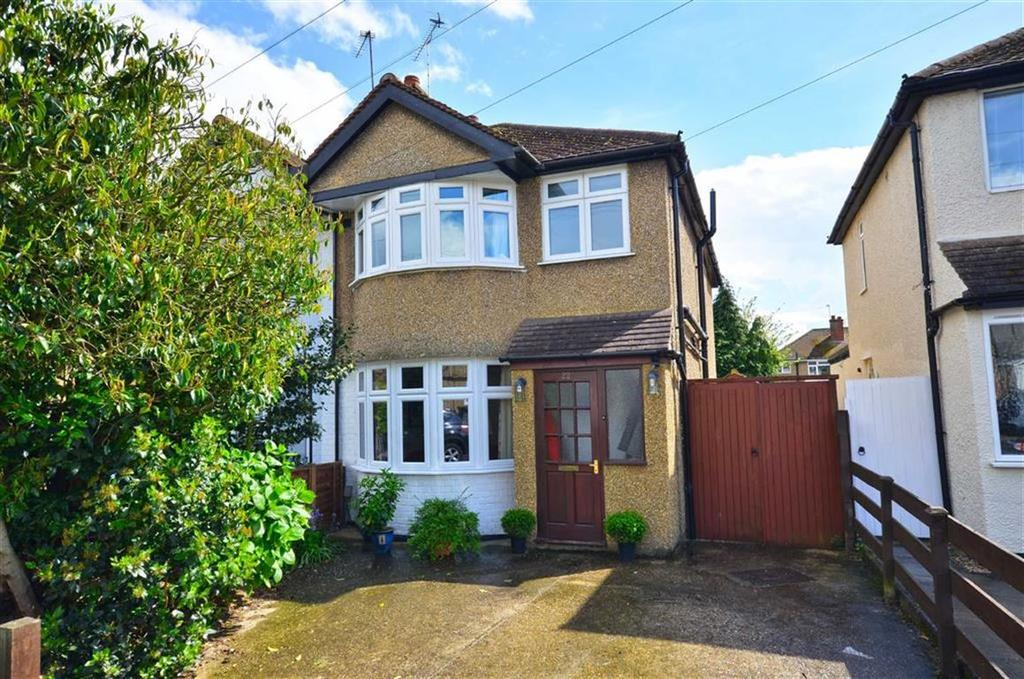 3 Bedrooms Semi Detached House for sale in Winchester Way, Croxley Green, Hertfordshire