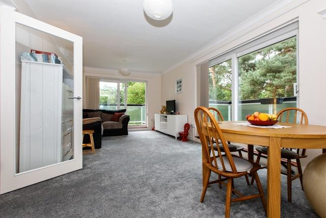 2 Bedrooms Apartment Flat for sale in The Links, 8 Queens Park West Drive, Bournemouth BH8