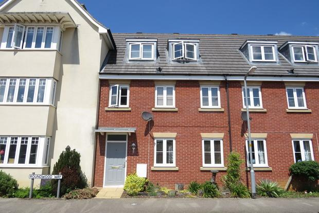 3 Bedrooms Town House for sale in Roundwood Way, Duston, Northampton, NN5