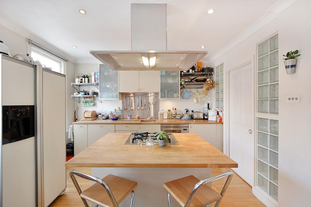 3 Bedrooms Flat for sale in Royal College Street, Camden, London