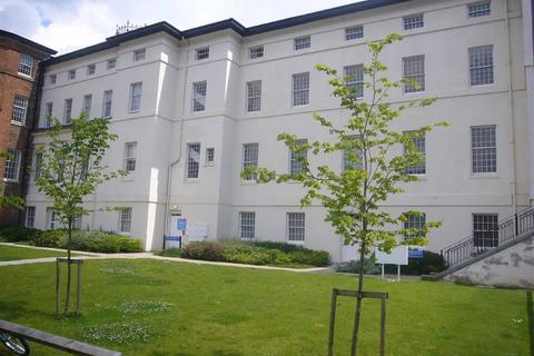 2 bedroom flat to rent - The Crescent, Gloucester