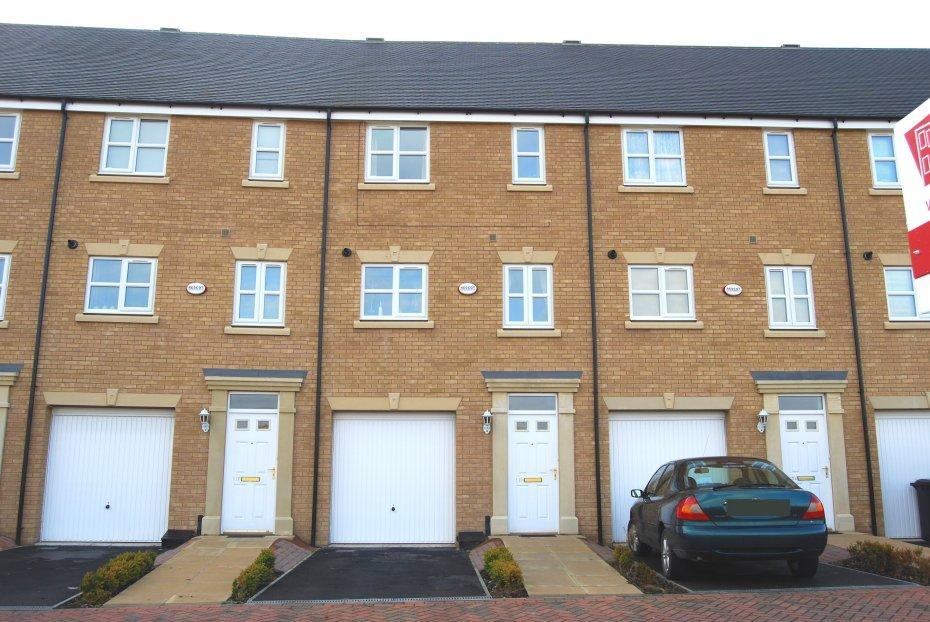 3 Bedrooms Town House for sale in Peterborough PE7