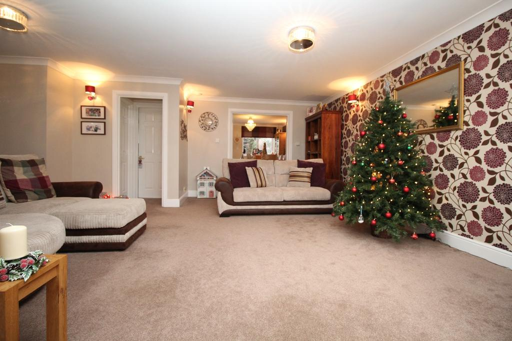 4 Bedrooms Detached House for sale in Non-estate and set back from the Warsash Road