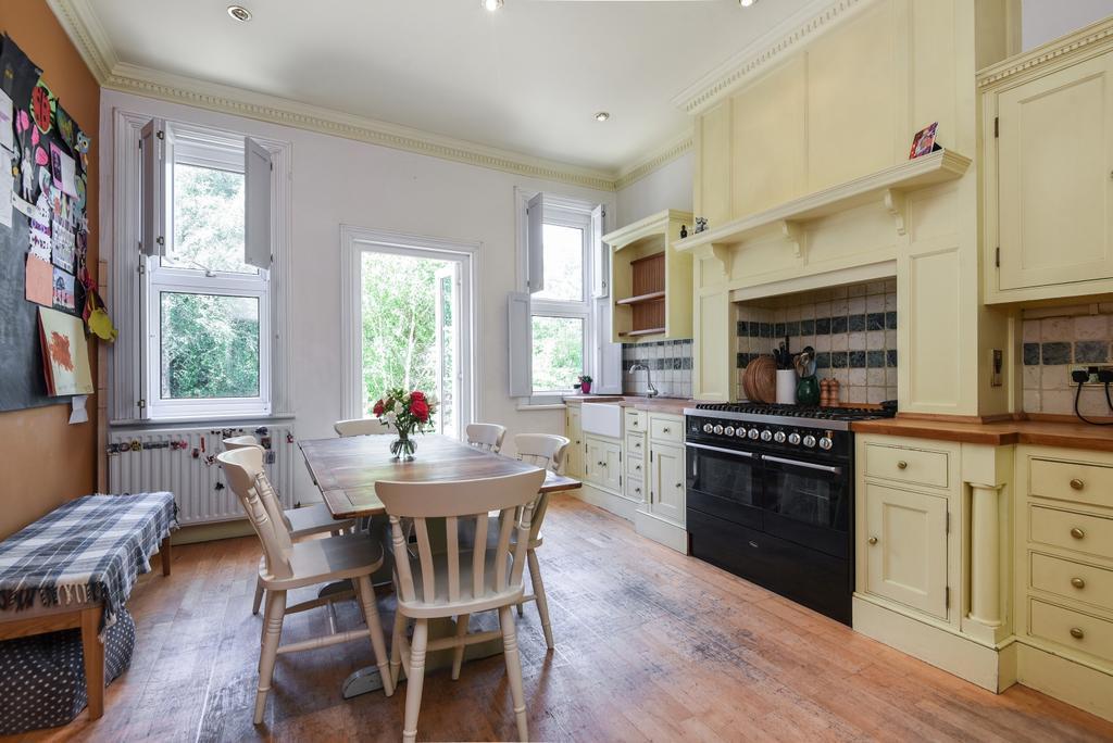 5 Bedrooms Semi Detached House for sale in Glenluce Road, London, SE3