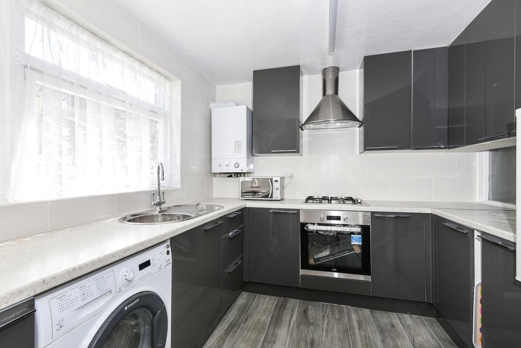 3 Bedrooms End Of Terrace House for sale in Haynes Lane London SE19