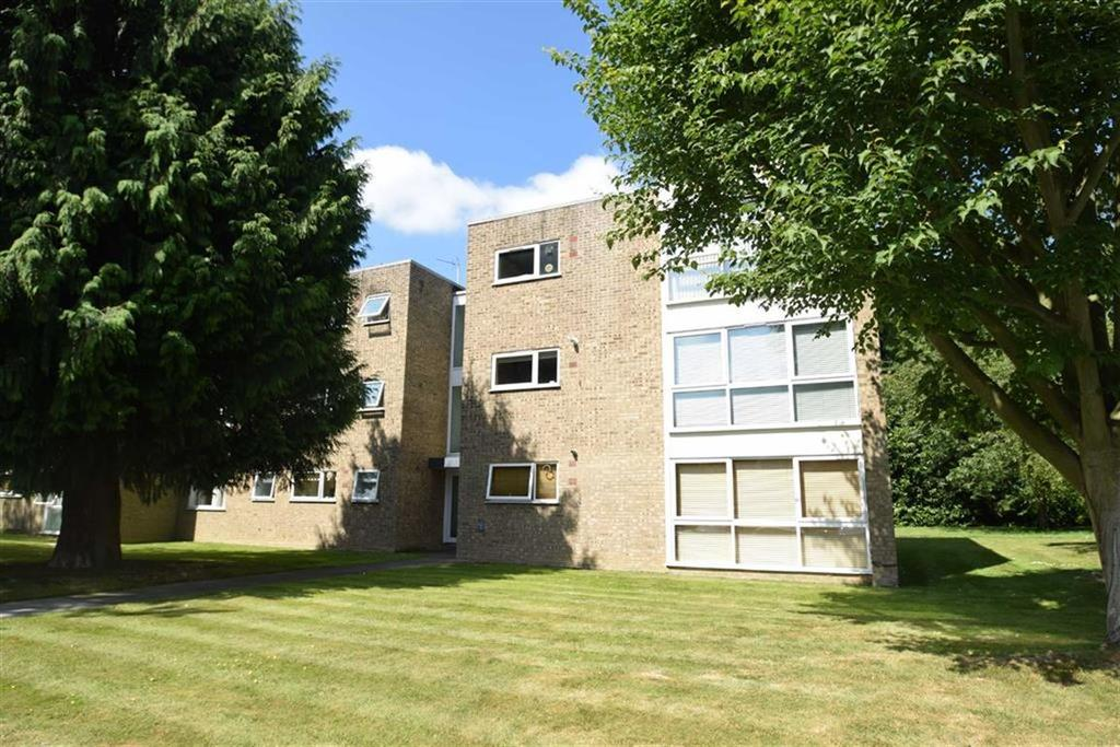 2 Bedrooms Apartment Flat for sale in The Spinney, Watford, Herts