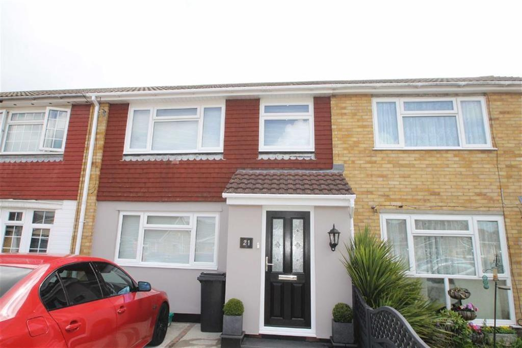 3 Bedrooms Terraced House for sale in St Helens Avenue, Great Clacton