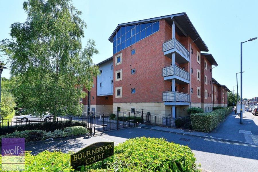 2 Bedrooms Flat for sale in Bournbrook Court, Bristol Road, Selly Oak