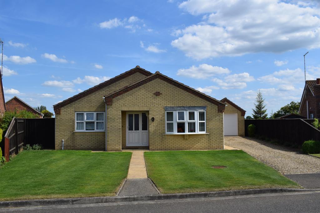 3 Bedrooms Detached Bungalow for sale in Skelton Drive, Long Sutton, Spalding, Lincolnshire PE12
