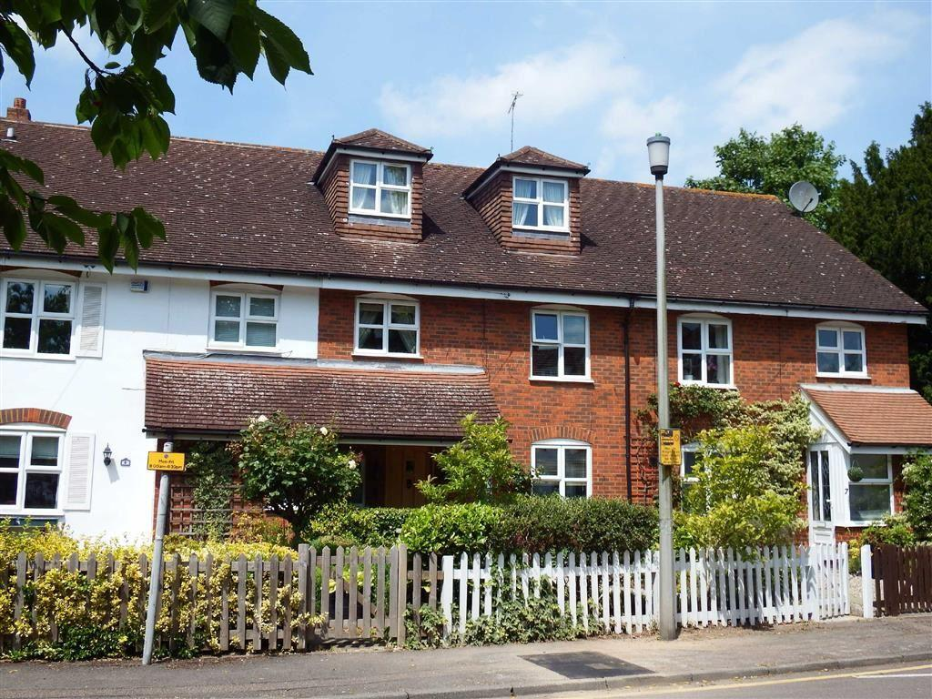 5 Bedrooms Terraced House for sale in Bowling Green, Stevenage, Hertfordshire, SG1