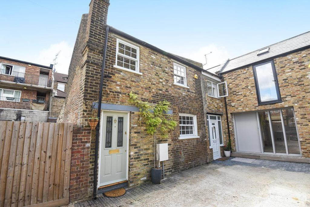 2 Bedrooms Cottage House for sale in Theodore Road, Hither Green, SE13