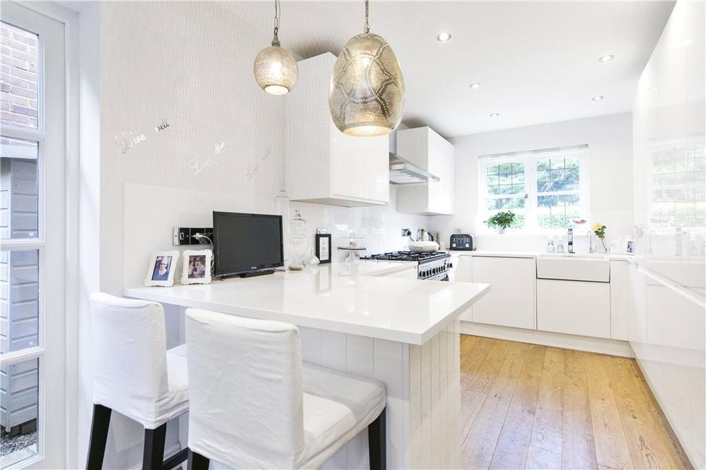 4 Bedrooms Detached House for sale in Princes Road, Weybridge, Surrey, KT13