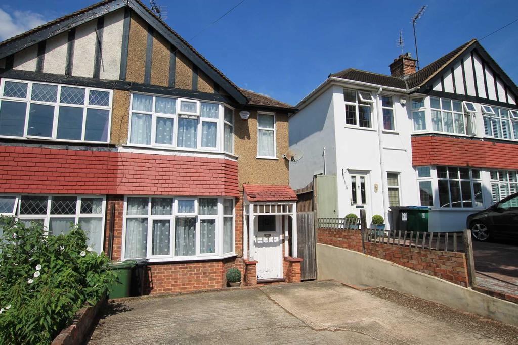 2 Bedrooms Semi Detached House for sale in Eastfield Avenue, Watford
