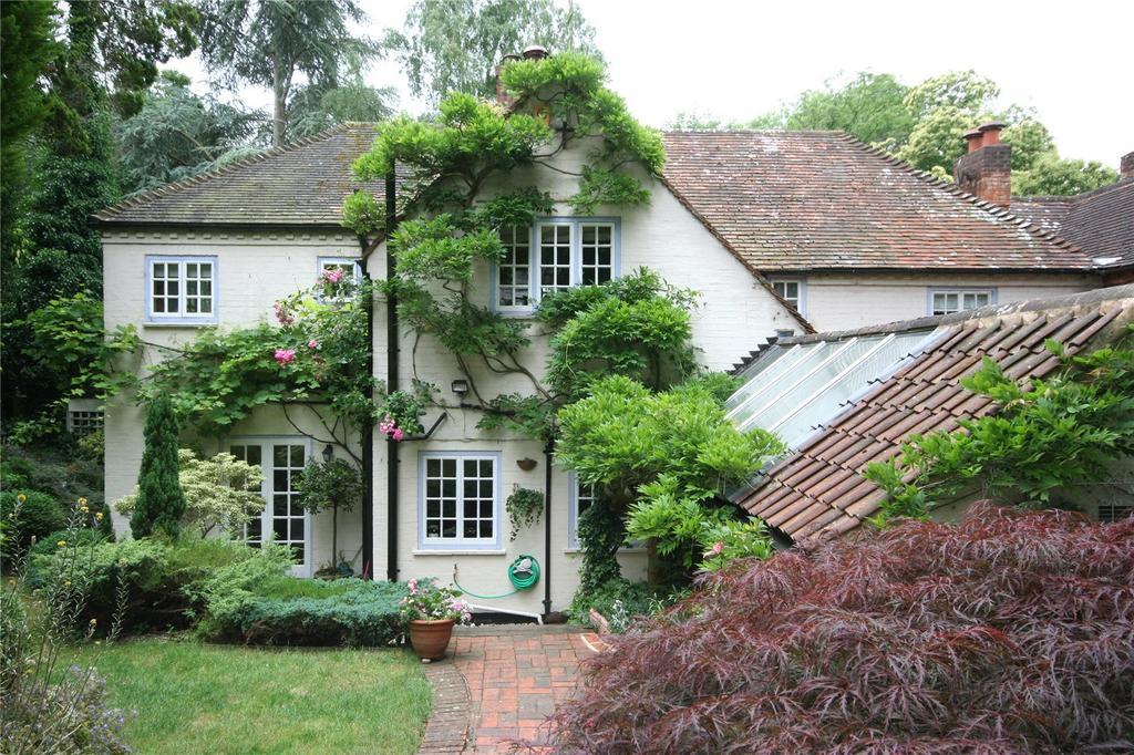 3 Bedrooms Semi Detached House for sale in Hedgerley Lane, Gerrards Cross, Buckinghamshire
