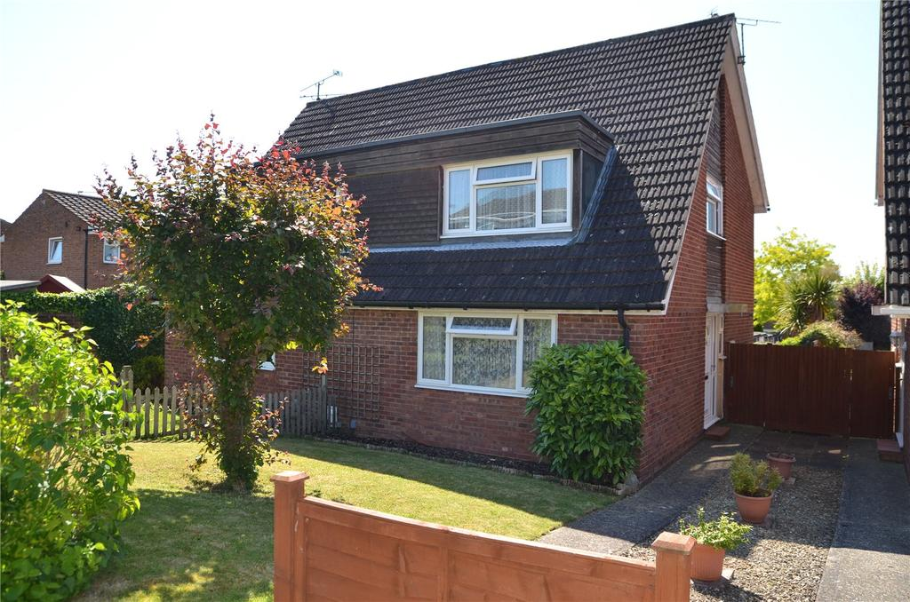 3 Bedrooms Semi Detached House for sale in Montrose Walk, Calcot, Reading, Berkshire, RG31