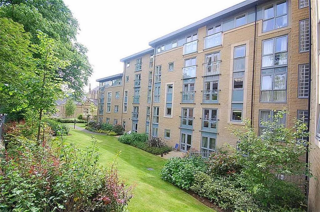1 Bedroom Flat for sale in Trinity Court, Halifax, HX1