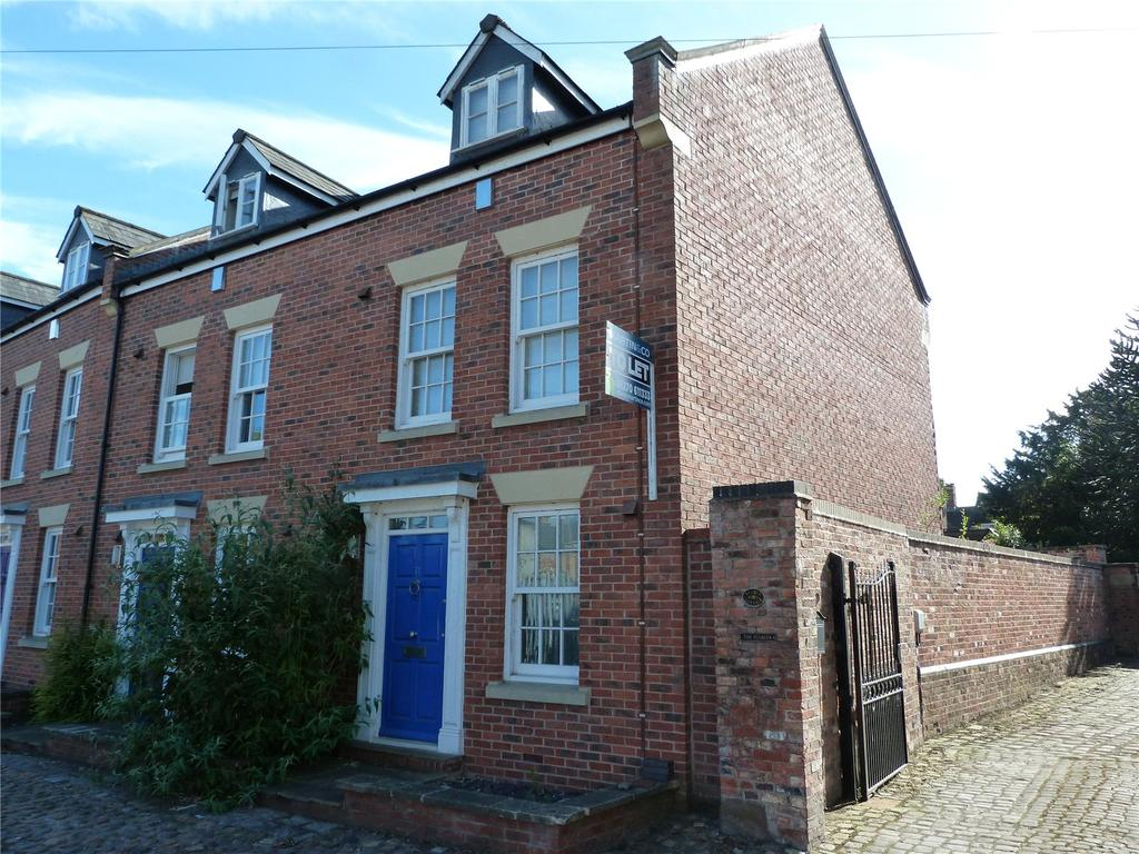 3 Bedrooms Town House for sale in Second Wood Street, Nantwich, Cheshire, CW5