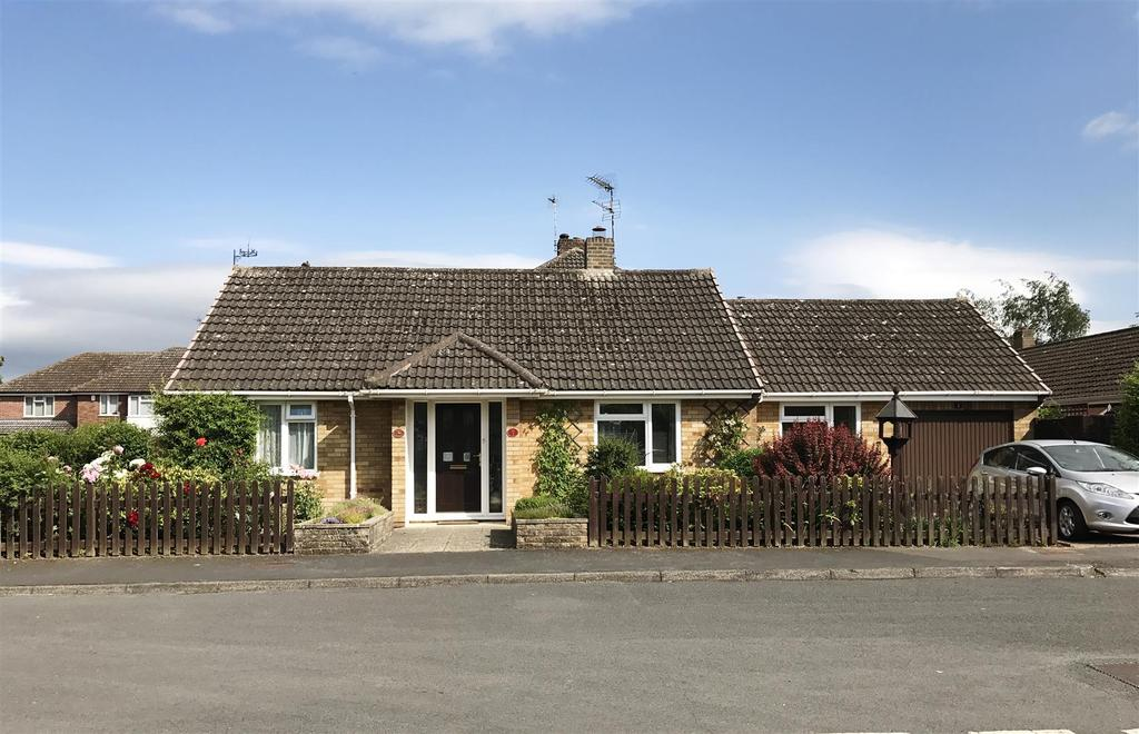 2 Bedrooms Detached Bungalow for sale in Constance Drive, Harbury, Leamington Spa