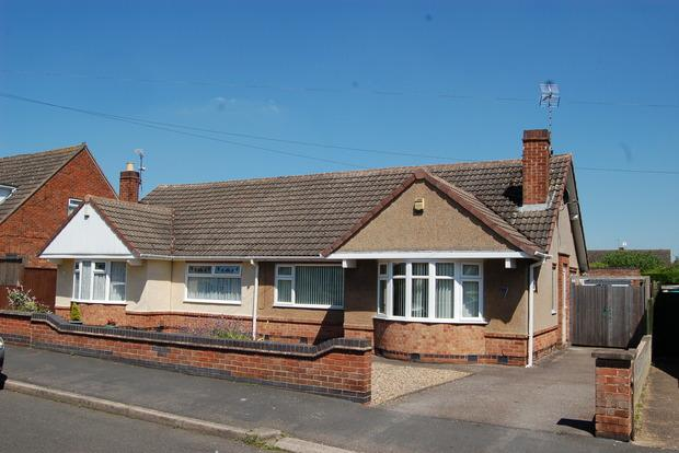 2 Bedrooms Bungalow for sale in Cumberland Road, Fairfield Estate, Leicester, LE18