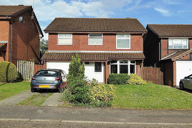 4 Bedrooms Detached House for sale in Saffron Close, East Hunsbury, Northampton, NN4