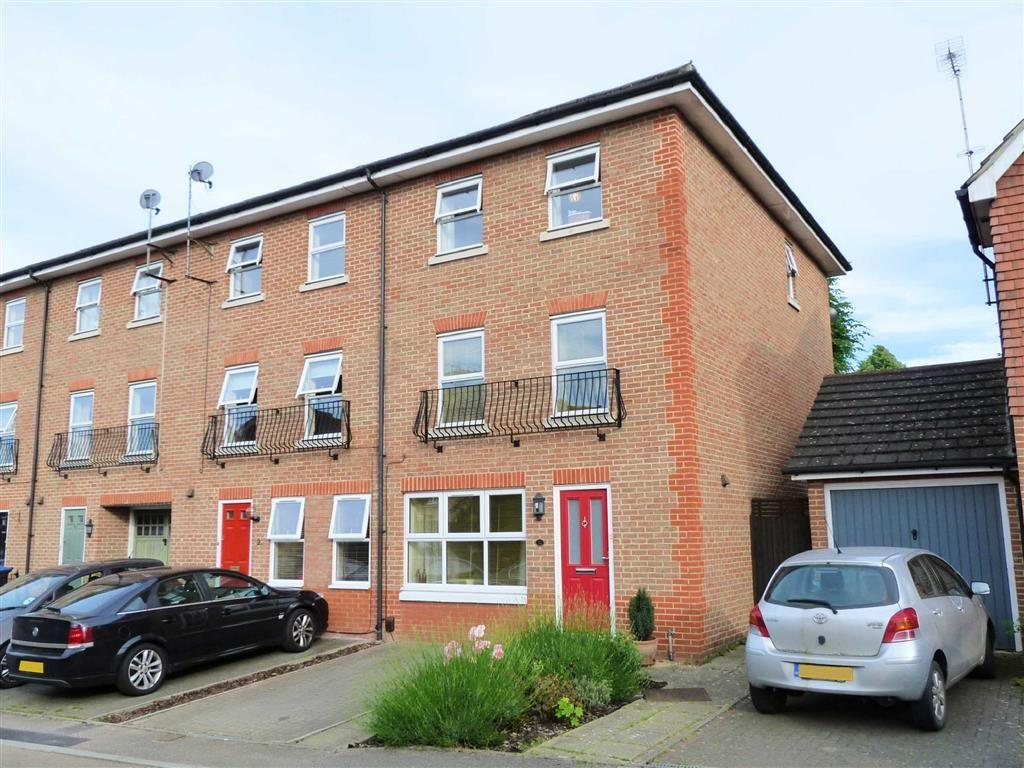 4 Bedrooms Town House for sale in Oaklands Wood, Hatfield