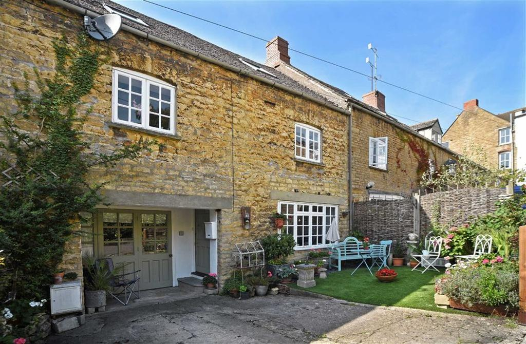 2 Bedrooms Terraced House for sale in Kings Head Mews, Chipping Norton, Oxfordshire
