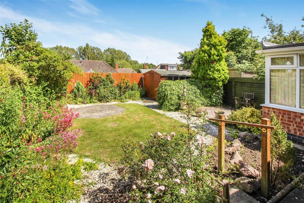 2 Bedrooms Semi Detached Bungalow for sale in Elm Close, Southam