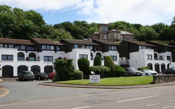2 Bedrooms Flat for sale in 20 Springfield Gardens, Largs, KA30 8EH