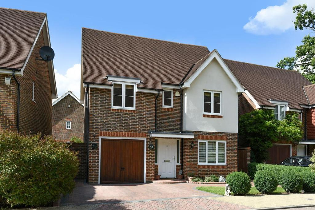 4 Bedrooms Detached House for sale in Cheyne Park Drive, West Wickham, BR4