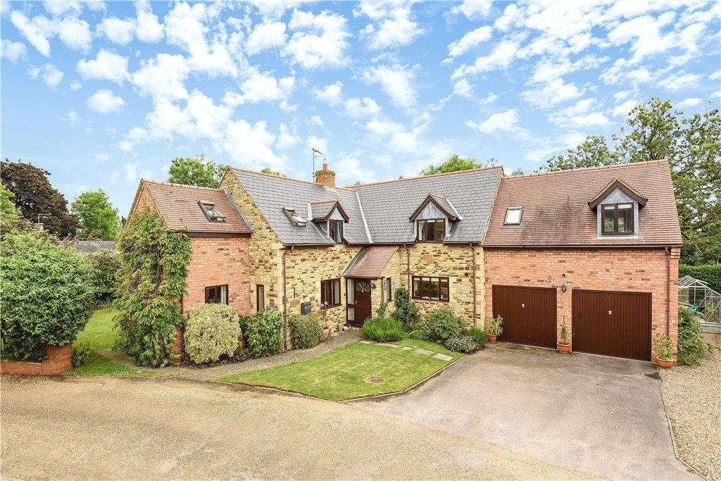 5 Bedrooms Detached House for sale in Hill House Court, Pattishall, Northamptonshire