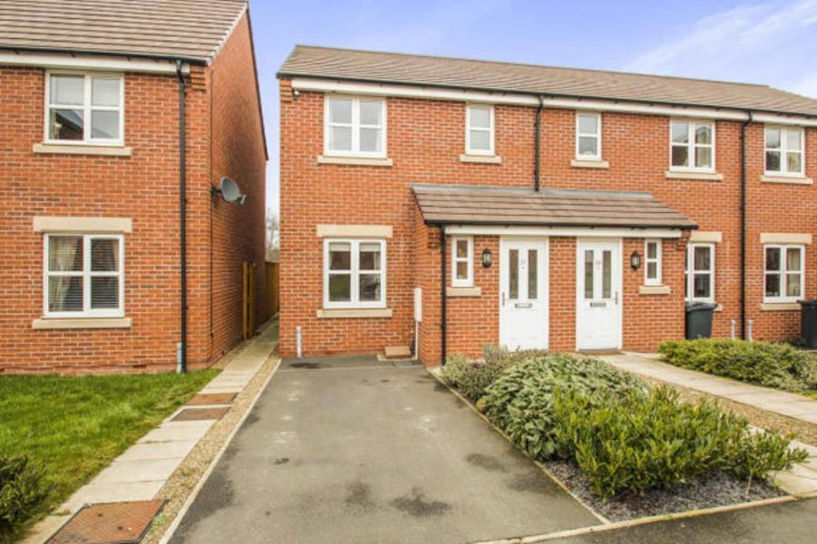 3 Bedrooms Terraced House for sale in SCAMPSTON DRIVE, EAST ARDSLEY, WAKEFIELD, WF3 2FN
