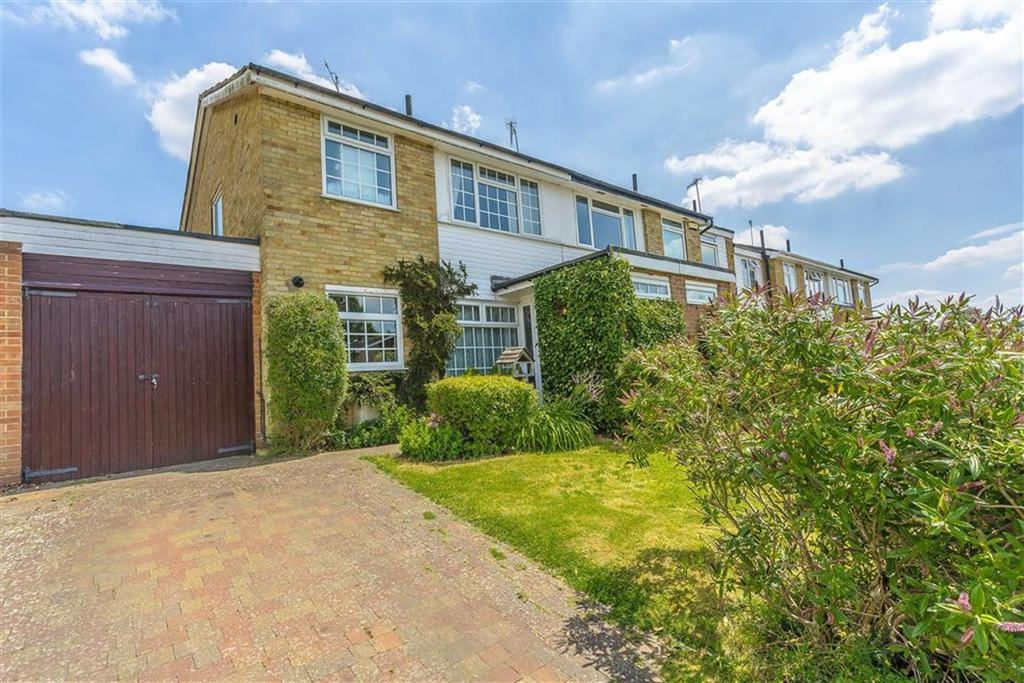 3 Bedrooms Semi Detached House for sale in Boulthurst Way, Oxted, Surrey