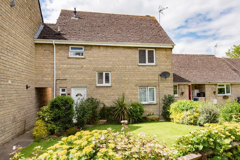 3 Bedrooms Semi Detached House for sale in Wadards Meadow, Witney, Oxfordshire