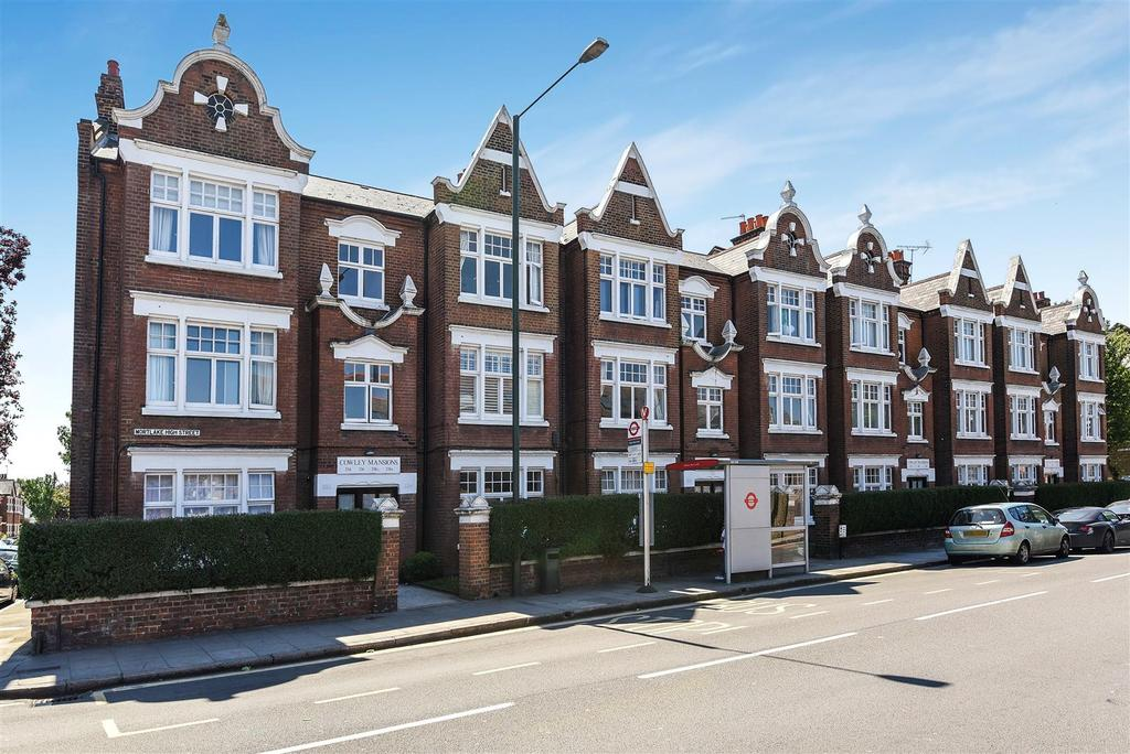 3 Bedrooms Flat for sale in Cowley Mansions, Mortlake