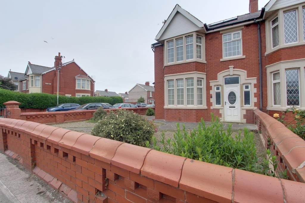 3 Bedrooms Terraced House for sale in ST ANNES ROAD, BLACKPOOL FY4