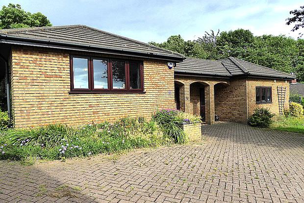 4 Bedrooms Detached Bungalow for sale in Hunsbury Close, West Hunsbury, Northampton, NN4