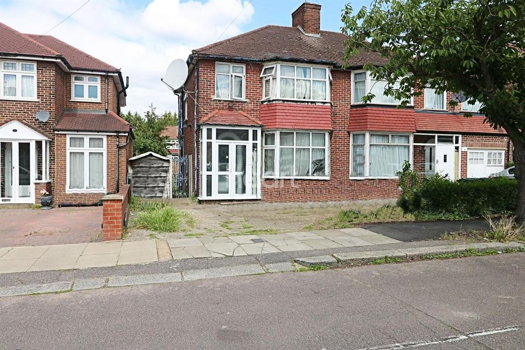 3 Bedrooms Semi Detached House for sale in Braemar Gardens, London NW9