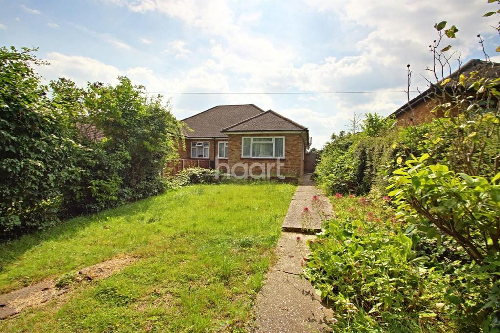 2 Bedrooms Bungalow for sale in Havering Road, Romford