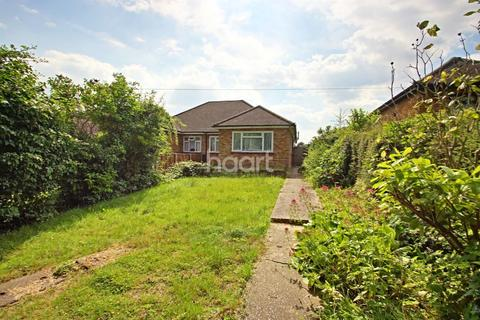 2 bedroom bungalow for sale - Havering Road, Romford