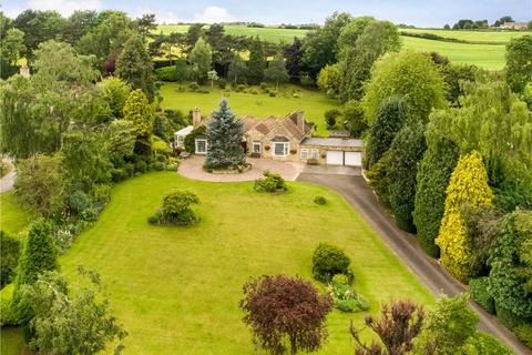 3 bedroom bungalow for sale - Linton Lane, Linton, Wetherby, West Yorkshire