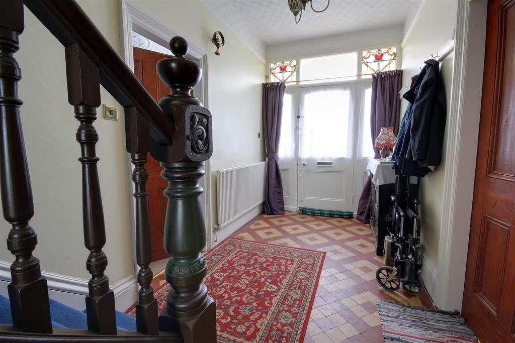 5 Bedrooms Detached House for sale in 22 George Street, Mablethorpe