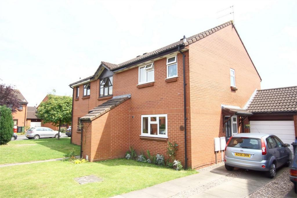 2 Bedrooms Semi Detached House for sale in Whittington Close, Warwick