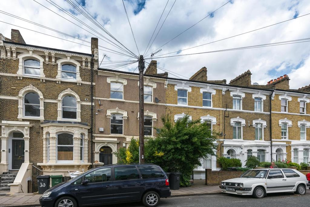 2 Bedrooms Apartment Flat for sale in FERNDALE ROAD, SW4