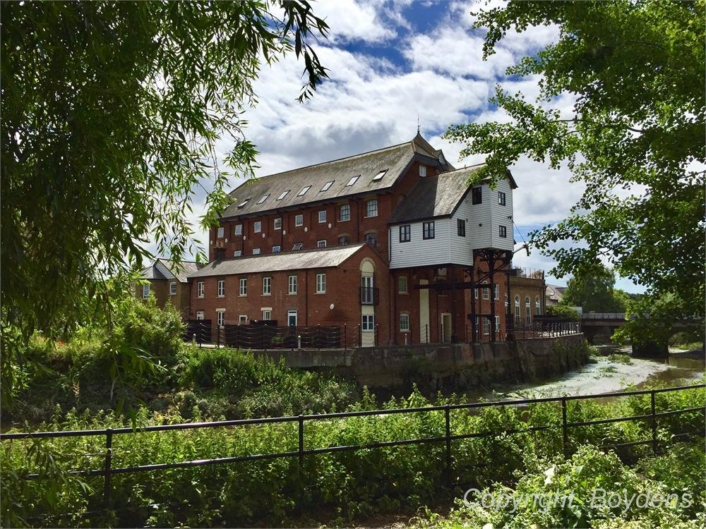 3 Bedrooms Flat for sale in The Mill Apartments, East Street, Colchester, Essex