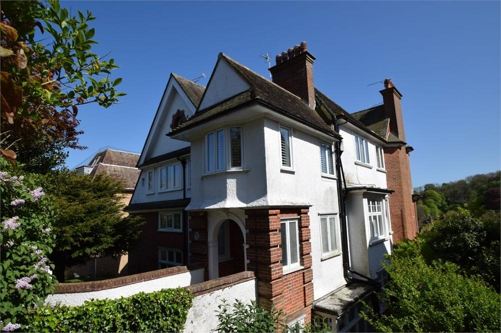 3 Bedrooms Flat for sale in Baslow Road, Meads, East Sussex