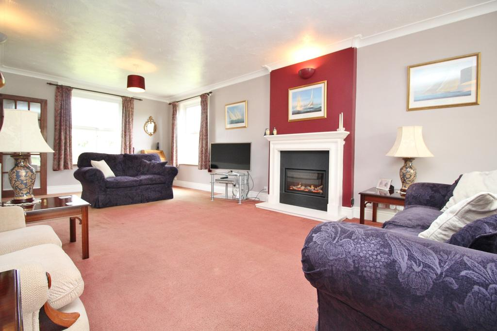 4 Bedrooms Detached House for sale in A very short walk to your local Waitrose