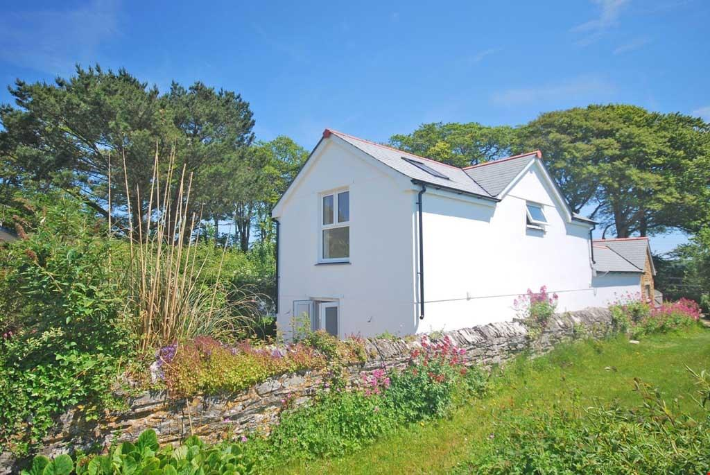 3 Bedrooms Detached House for sale in Tregony, Nr. Truro, Roseland Peninsula, South Cornwall, TR2